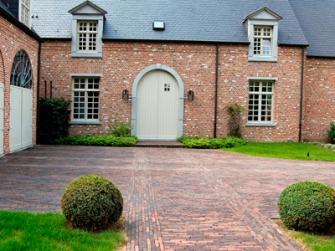 Els Meynen en Ivo Meynen staan elke klant bij met persoonlijk advies en zorgen ervoor dat iedereen de geschikte tuinmaterialen vindt.