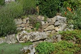 Naast tuinschermen verkopen wij bijvoorbeeld ook klinkers, tuin- en terrastegels, palissades en keerwanden, muurafdekkingen en nog veel meer.