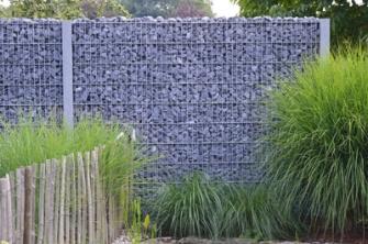 Wij zijn een groothandel in tuinmaterialen en waken erover dat al onze producten van de beste kwaliteit getuigen. Zo ook onze steenschermen.