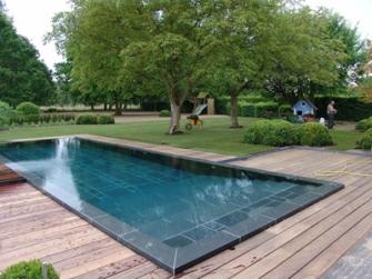 Zwembadtegels tegels rond uw zwembad als randafwerking - Strand zwembad natuursteen ...
